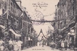 VIRE Un  Jour De Fête  -  La Rue Du  Calvados - Vire