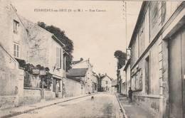 CPA:FERRIÈRES EN BRIE (77) HOMME EN TABLIER RUE CARNOT..ÉCRITE - France