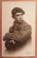 Cpa Carte Photo Militaire - Soldat Uniforme 20e Chasseurs Alpins - Photo Abel, Paris - Uniformes