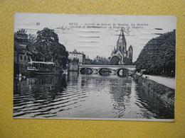 """METZ. L'Arrivée Du Bateau De Moulins, """"la Madelon"""". - Metz"""