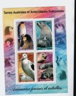 VP1L6 TAAF FSAT Antarctique Antarctic Neufs ** MNH  Bloc Animaux Jeunes Et Adultes Albatros Manchot Faune 2002 N 8 - Blocs-feuillets