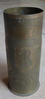 Douille D' Obus De 65 - Sculptée Souvenir Des VOSGES 1914 - 1916  (  Objet De Poilus  ) - Armes Neutralisées