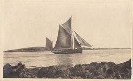 Photo Format Carte Postale Bretagne Bateau Entre Ar Gazek Et Ferdet 1921 - Lieux