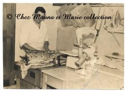 MARSEILLE 1958 - BOUCHERIE PEBRE - 7 PLACE POL LAPEYRE - BOUCHES DU RHONE - PHOTO 17 X 12 CM - Métiers