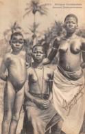 Benin - Dahomey - Ethnic / 32 - Jeunes Dahoméennes - Nu - Nude Women - Benin