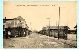 93 - BAGNOLET - LES LILAS -  La Rue Floréal  N° 13  ( A Doite Dépot Des Tramways )  Ed C.M       CPA - Bagnolet