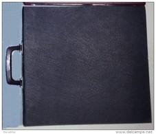 Classeur Album Avec Poignée - Couleur Noire - 30 Feuillets Avec Fond Noir Et Onglets Pour La Plupart- Format 38x35cm - Matériel