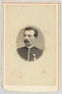 CDV Militaire Circa 1870 L. Bert à Nîmes . Un Hussard . Légion D'Honneur . - Ancianas (antes De 1900)