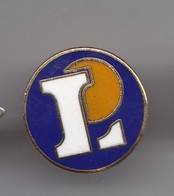 Pin's  L Magasins Leclerc  Réf 2920 - Pin's
