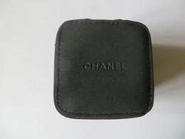 Boite étui Housse De Montre CHANEL Pour Le Voyage - En Tissus Type Moleskine - Neuve Tbe - Jewels & Clocks