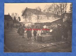 Photo Ancienne - Bataille De MONTDIDIER - Village De La Somme à Situer- Groupe De Poilu Indien - 1918 WW1 Indian Soldier - Guerre, Militaire