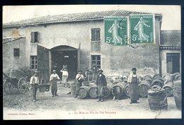 Cpa Du 71  Macon  -- La Mise En Fût Du Vin Nouveau     YN28 - Macon