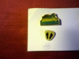 2  PIN'S   /  AQUATIC JUNGLE PARC + FIER DE L'ETRE - Badges
