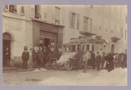 Carte Photo Du 04- BARCELONNETTE- Autobus Devant La Poste (les Postiers) - Barcelonnette
