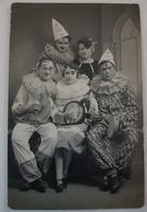 Rare Photo Carte De Personnes Déguisées Pour Carnaval Un Commerçant Se Lorient Sur La Photo - Lorient
