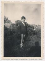 REAL PHOTO, Boy In Short Pants Posed Outside, Garçon En Culottes Courtes,  Vintage Old Photo ORIGINAL - Personnes Anonymes