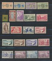 Saint-Pierre Et Miquelon - Colonie Française  - Collection -voir Description -71 Timbres Et Un Feuillet (1937) - Collections, Lots & Séries