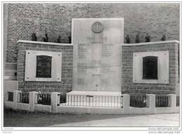 JEMEPPE - SUR - SAMBRE ..-- Le Monument Aux Morts . - Jemeppe-sur-Sambre