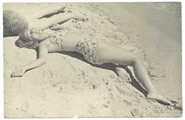 Photo Amateur Femme En Maillot Sur La Plage, Pin-up - Personnes Anonymes