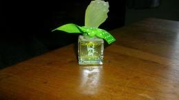 """Miniature  Factice Balmain    """"  Vent Vert   """" Hauteur 7 Cm - Factices"""