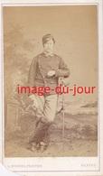 Photo Cdv  Militaire Guide De L'armée De La Loire  Guerre De 1870  Nom Au Verso - Ancianas (antes De 1900)