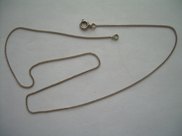Fine CHAINE COLLIER En ARGENT MASSIF ..Longueur 41,5 Cm...2 Scans - Necklaces/Chains