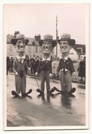 Photo ( 14 X 9 Cm )Grosses Têtes Charlie Chaplin Carnaval Chateauneuf Loiret - Personnes Anonymes