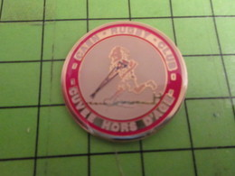 713i Pin's Pins /  Belle Qualité Et Rare / THEME SPORTS : RUGBY CAEN CLUB CUVEE HORS D'AGE VETERANS - Rugby