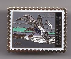 Pin's En Forme De Timbre United Colors Of Benetton Oiseau Canard Réf 7011JL - Dieren