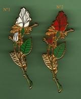 ROSES *** Signe BALLARD *** Lot De 2 Pin's Differents *** 0094 - Badges