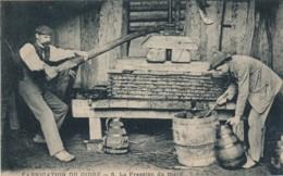H220 - 61 - Fabrication Du Cidre - La Pression Du Marc - Francia