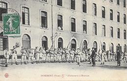 61)  DOMFRONT  - Infanterie à L' Exercice - Domfront