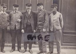 PHOTO ANCIENNE,17,JONZAC,CHARENTE MARITIME,OUVRIERS DES SERVICES DES EAUX,CASQUETTE,FONCTIONNAIRE,RARE - Lieux