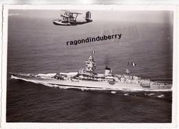 2 PHOTOS - 13 - BERRE L' ETANG - HYDRAVION E.3 Exercice De L'escadre De L'atlantique Au Dessus Du Croiseur DUNKERQUE - Aviation