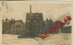 Friedeberg V.1923 Uhrmachergeschäft Und Friseur Josef Adolf Und Denkmal  (50631) - Schlesien