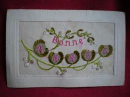 CARTE BRODÉE   -  Fleurs,bonne Année, Gui. - Embroidered