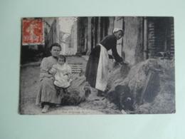 CPA De SAINT-CRESPIN :  - Une Broyeuse De Lin - - Autres Communes