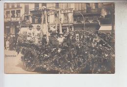RT13.901  OISE. BEAUVAIS.CARTE PHOTO CHAR DE CARNAVAL N° 33 DEVANT BAZARD VILAIN - Beauvais