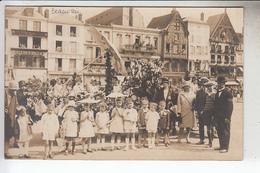 RT13.902  OISE. BEAUVAIS.CARTE PHOTO CHAR DE CARNAVAL.GROUPE  D'ENFANTS DEVANT BAZARD VILAIN - Beauvais