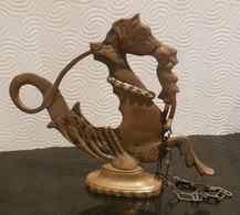 HIPPOCAMPE De VENISE - Seahorse From Venitia - Cheval De Mer  / Métal Dans Son Jus ( Laiton ??) H 21.5 Cm L 24,5 Cm - Bronzes