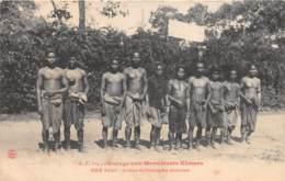 Cambodge / 03 - Siem Reap - Groupe De Prisonniers Enchainés - Cambodge