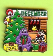 Pin's Mac Do McDonald's Ronald Grosse Douceur Pique Burger Arbre De Noël - 6BB15 - McDonald's
