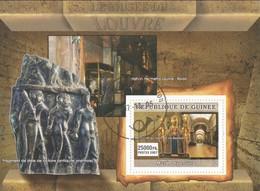 Le  Musée Du Louvre - Pendentif Au Nom Du Roi Osorkon II - GUINEE - Museums