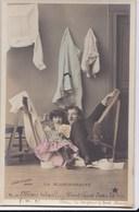 """Cartes 1905 Série """"la Blanchisseuse"""" :table à Repasser , Lessive , Fer à Repasser - Cartes Postales"""