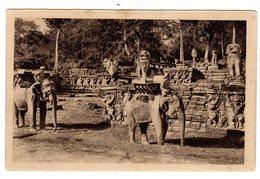 CPSM Site Archéologique Cambodge Angkor Thom éléphants Vivants Sur La Terrasse Des Déesses éditeur L Crespin Saïgon - Cambodia