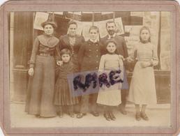 PHOTO ANCIENNE,75,PARIS,BOULEVARD MONTPARNASSE,COMMERCE,BOUTIQUE,MARCHAND DE JOURNAUX,JOURNALISTE,RARE - Lieux