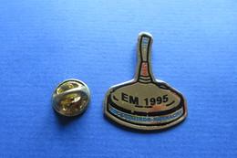 Pin's, Sports D'hiver, SHOOT STOCK, EM 1995, Suisse,stock Shoot, Stockschiessen, - Winter Sports