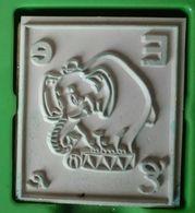 Tampon Bois, Animal, éléphant De Cirque, Lettre Alphabet E - Elefant Circus - 4,5 Cm X 5 épaisseur 1,7 Cm - Loisirs Créatifs