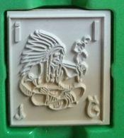 Tampon Bois, Indien, Coiffe De Plumes, Fume Une Pipe - Lettre Alphabet I - Indian - 4,5 Cm X 5 épaisseur 1,7 Cm - Loisirs Créatifs