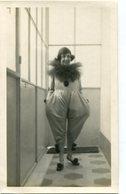 NIÑA PAYASA ARLEQUIN HARLEQUIN CLOWN GIRL CHILD ENFANT CIRCA 1900 PHOTO SIZE 9X14.5 -LILHU - Personas Anónimos